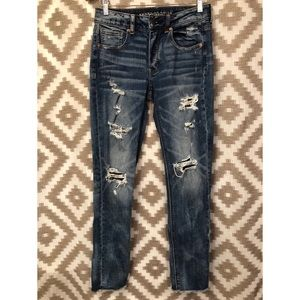 American Eagle Distressed Raw Hem TomGirl Jeans!